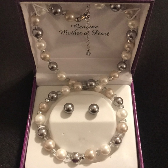 Mother of Pearl necklace and earring set